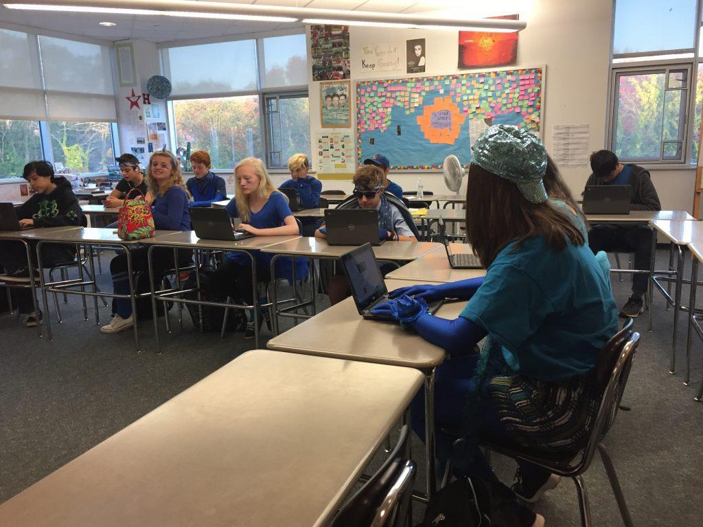 Freshmen+English+class+put+their+chromebooks+to+use.