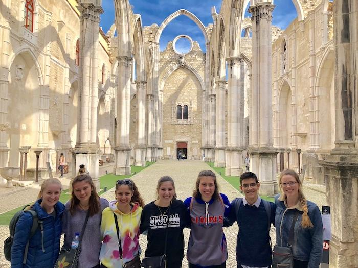 Students+visit+the+Carmo+Convent+in+Lisbon.+%7C+by+Judy+Pavao