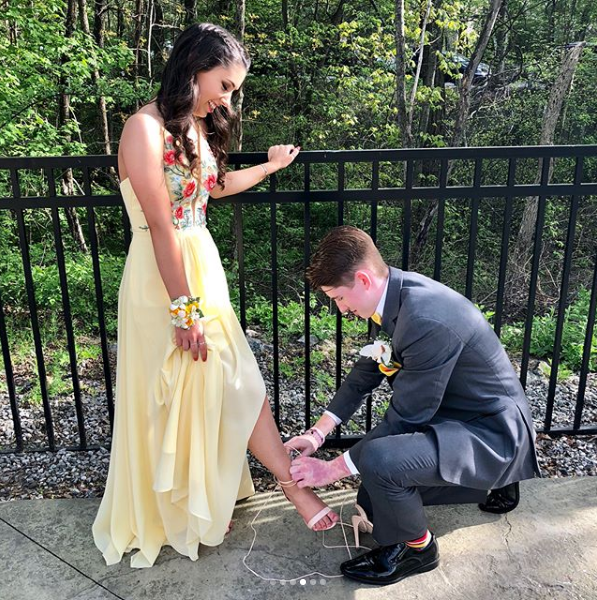 Winners of 2018 Prom Pictures Contest Announced