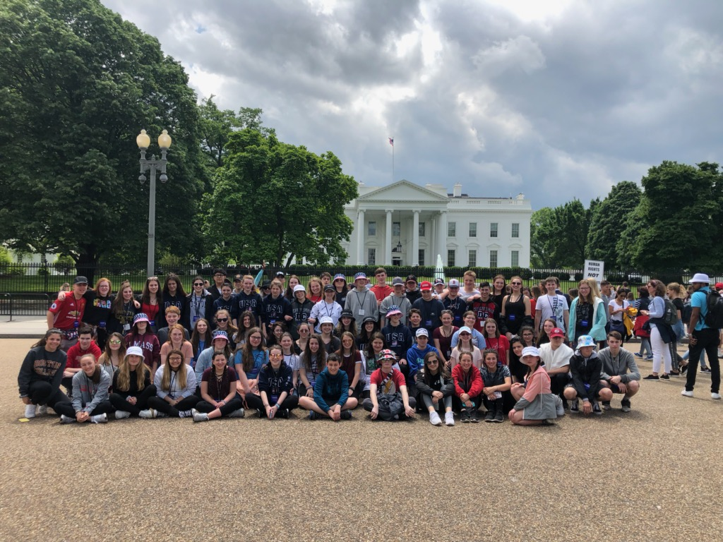 Freshamn class of 2022 in front of the White House